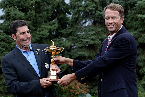 Enjoying a laugh with his US counterpart Davis Love III