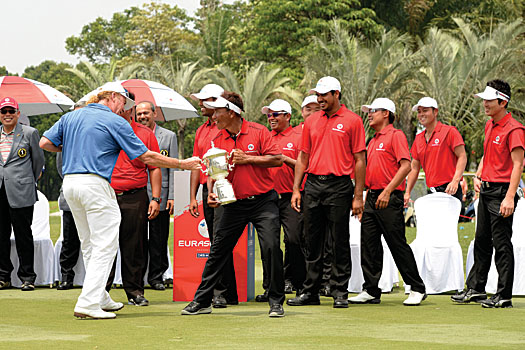 EurAsia Cup captains Miguel Angel Jiménez and Thongchai Jaidee share a laugh