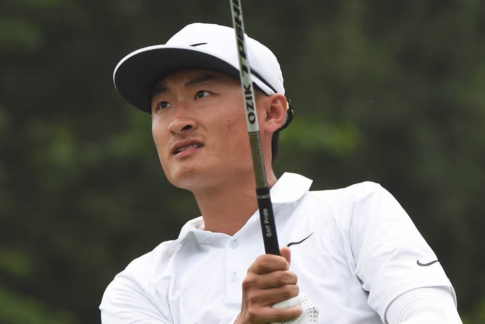 Li stares down another approach at the Volvo China Open