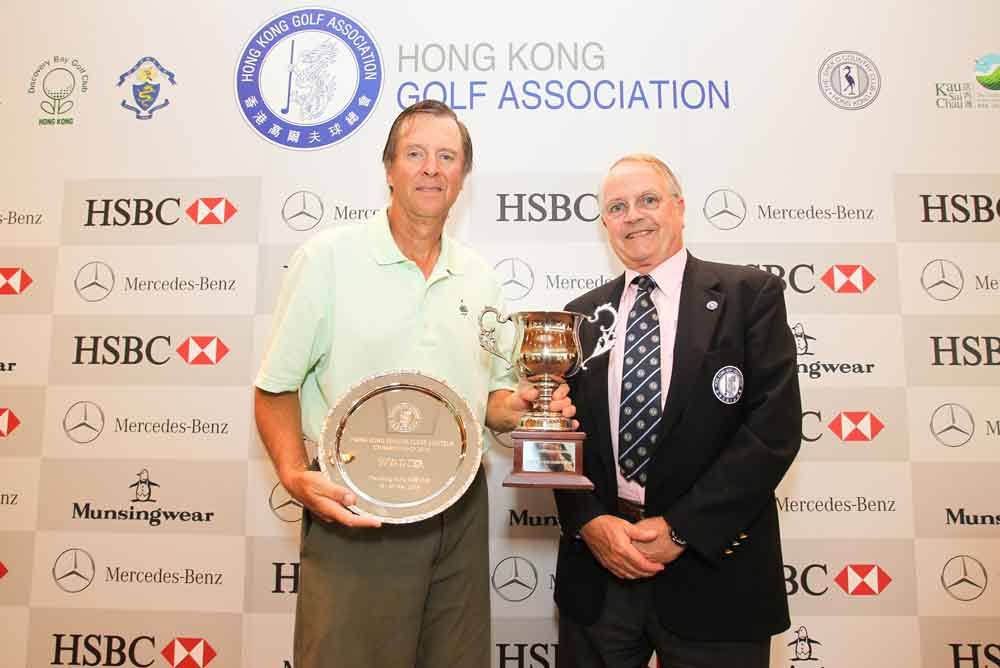 Williams received the trophy from HKGA Vice President Harald Dudok van Heel