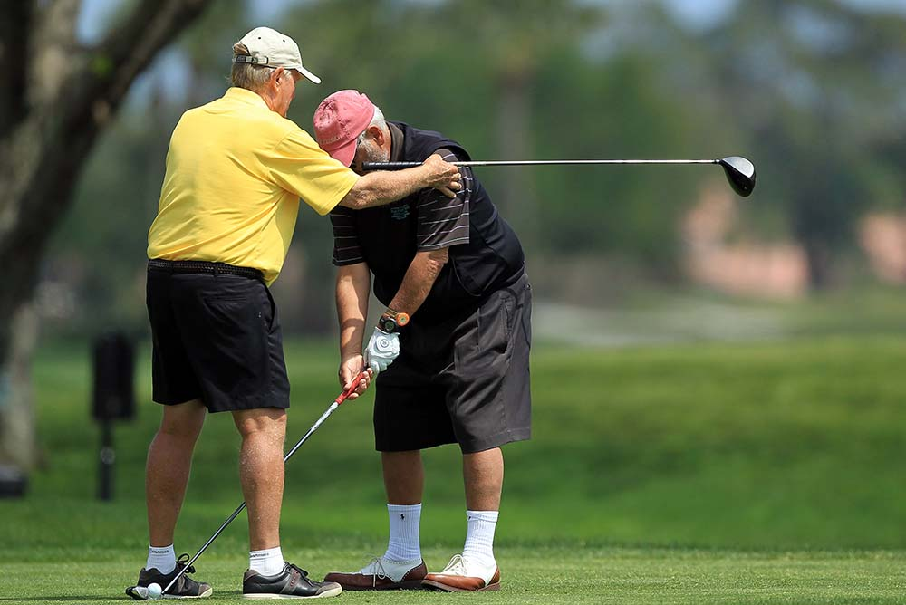 Jack Nicklaus (left) gives American publisher Marvin Shanken a lesson