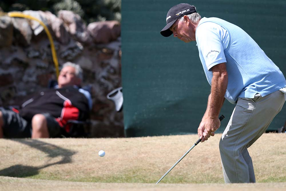 American Tom Lehman chips on the second during the 2013 Open