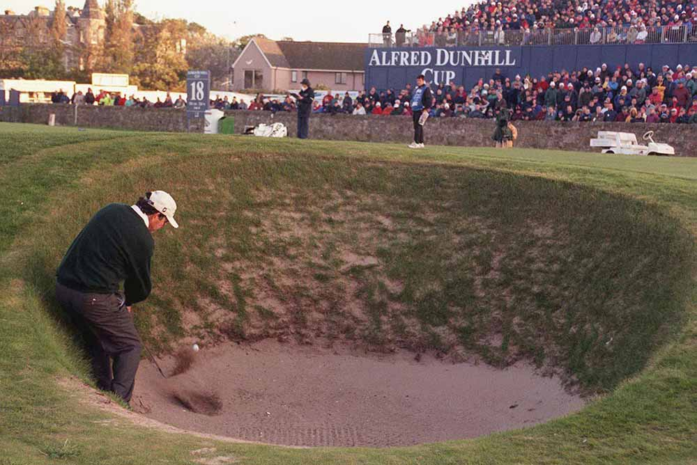 David Frost plays from the bunker on the 17th at St Andrews in 1998