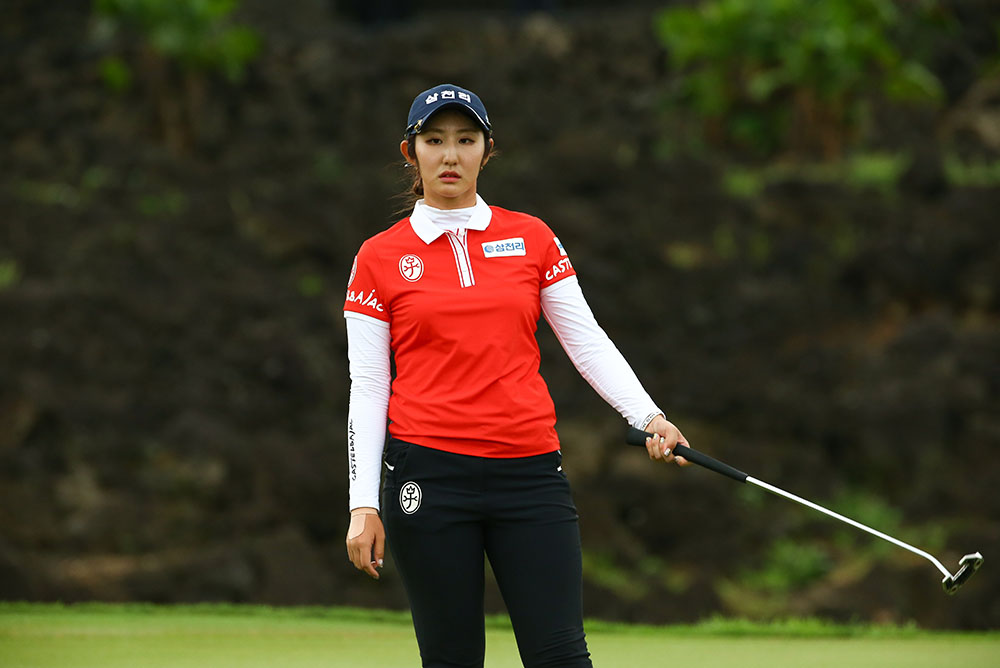 Bae Seon-woo reacts to a missed birdie chance